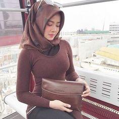 Repost from @sofiananda1 . __________ #wanitaberhijab #hijabcommunity #instahijab #hijabhits #selfiehijab #berhijab #hijabstyle #cewekmanis #hijabdaily #hijabmodis #hijabersindonesia #hijabstreet #hijaberkece #hijabkekinian #hijaberscantik #hijabermodern #cewek #endors #wanitaindonesia #cewekindo #indohijabers #jilbabindo #hijabers #jilboobsaddict #hijabergaul #hijabermanis #ootdhijab