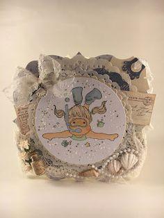 Heidis kortlagingsblogg: Diving Tilda Magnolia, Diving, Decorative Plates, Home Decor, Homemade Home Decor, Scuba Diving, Decoration Home, Interior Decorating