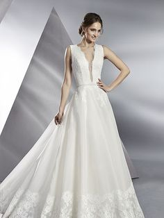 Robe de mariée Blossom, créateur Modeca : Coupe évasée, robe en dentelle et organza, couleur ivoire.