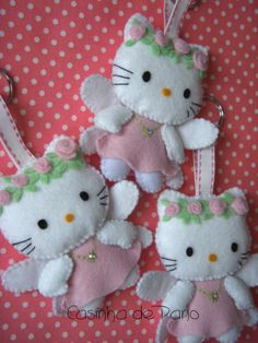 Hello Kitty Felt Ornaments Bearden Bearden Bearden Robinson Cloth: LOTS of wonderful felt items. Take a look, you won't be disappointed. Hello Kitty Natal, Fabric Crafts, Sewing Crafts, Craft Projects, Sewing Projects, Felt Projects, Hello Kitty Christmas, Felt Christmas Ornaments, Angel Ornaments