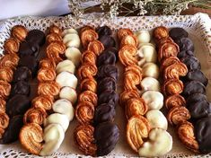 Honduran Recipes, Honey Almonds, French Pastries, Appetizers For Party, Cakes And More, Afternoon Tea, Eat Cake, Sweet Recipes, Cookie Recipes