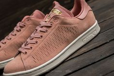 adidas Stan Smith W Haze Coral / Haze Coral / Chalk White Adidas Stan Smith, Front Row, Coral, Louis Vuitton, Sneakers, Outfits, Shoes, Fashion, Tennis