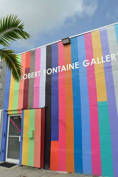 The Robert Fontaine Gallery in the Wynwood Arts District - Travel Miami - Ideas of Travel in Miami Environmental Graphics, Environmental Design, Voyage Miami, Pimp Your Bike, Graffiti, Garden Mural, Mural Wall Art, Public Art, Wall Colors