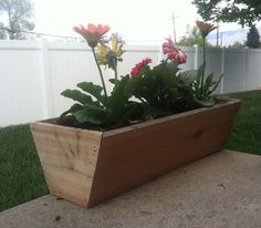 **DIY** Simple Cedar Flower Box Raised garden beds are fairly easy to construct and even easier to maintain. This cedar flowering box was crafted from old fence slats.made with less than 20 easy cuts on the mitre saw, Benefits of a Raised Garden Diy Wood Planters, Wooden Planter Boxes, Porch Planter, Backyard Garden Landscape, Small Backyard Gardens, Garden Art, Garden Landscaping, Diy Design, Planter Box Plans