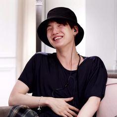 """ok it's late. u got any pics of y***** with a scrunchy smile? like these. my ultimate weakness"" Seokjin, Namjoon, Hoseok, Bts Suga, Steve Aoki, Taehyung, Foto Bts, Bts Memes, Les Bts"
