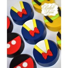 Donald Duck chocolate covered Oreos to match my favorite, Donald Duck cake pops…