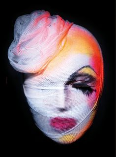 Fusing hyper-real futurism with high-end beauty images, Paco Peregrin's style has earned him credibility as one of the most exciting photogr. Looks Halloween, Halloween Face Makeup, Dark Beauty Magazine, Theatrical Makeup, Make Up Art, Fx Makeup, Runway Makeup, Body Makeup, Beauty Shoot