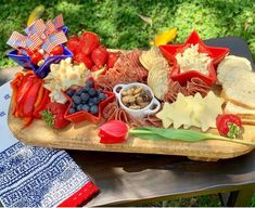 Are you hosting party for the or attending one? I have major red white and blue inspiration for you! A self-serve station is one of my favorite party tricks. Patriotic Party, 4th Of July Party, Fourth Of July, Patriotic Crafts, July Crafts, Party Hacks, Party Ideas, Charcuterie Board, Charcuterie Ideas