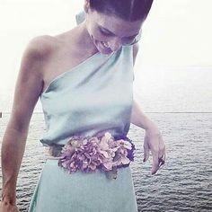 Hay cinturones que convierten el look de invitada en perfecta. Panambi Wedding Guest Style, Wedding Styles, Classic Outfits, Cool Outfits, Bridal Tips, Gala Dresses, Insta Look, Fall Wedding Dresses, Dress To Impress
