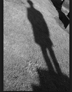 Cada alumno pintará la sombra de su compañero.