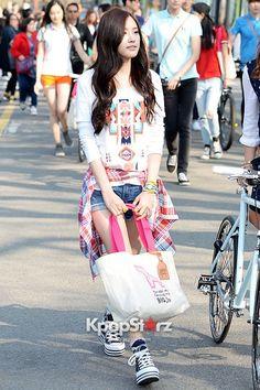 A Pinks Jung Eun Ji & Son Na Eun at Meet The Family - HAZZYS 'Big H Run' Event on April 24, 2013 [PHOTOS] | Style