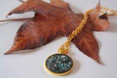 Galassia blu / pendente dorato / mosaico fluo di M.us.E mosaico su DaWanda.com