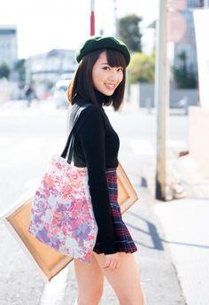 欅坂46・佐藤詩織、1年ぶりソロ表紙で大人の色気を見せる (オリコン) - Yahoo!ニュース