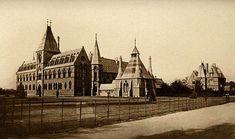 Museo de Historia Natural de la Universidad de Oxford,aqui se puede observar cuando se empezo a contruir en el 1857. Sus arquictectos fueron Woodward y Dane.