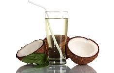 Agua de coco para el cabello