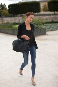 love everything from the hair to the blazer & skinny jeans.