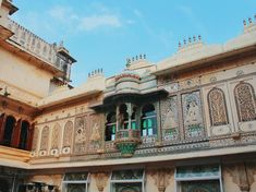 The Most Instagrammable place in Udaipur, Rajasthan - The Wicked Soul Indian Architecture, Historical Architecture, Tips For Traveling Alone, Places To Travel, Places To Visit, Udaipur India, Travel Alone, India Travel, Incredible India