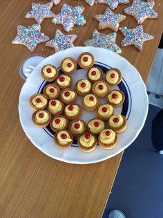 Easy cake custard&cherry