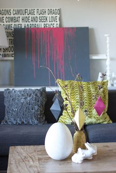 Living color palette gray and acid green 1st Apartment, Apartment Ideas, Crayon Painting, Curtain Styles, Diy Wall Decor, Home Decor, Colorful Interiors, Interior Styling, Decoration