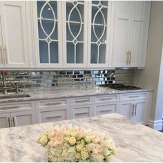18 Ideas for Modern Kitchen Backsplash - We all know that kitchen backsplash is meant for wall protection after your kitchen from oil or other liquid. However, beautifying your modern kitchen. Mirror Backsplash Kitchen, Mirror Tiles, Beveled Mirror, Kitchen Cabinets, Gloss Kitchen, Mirror Glass, Kitchen Tile, Wall Tiles, Cocinas Kitchen