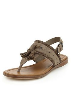 Leather Tassle Toe Post Sandals Clothing - perfect for summer Trendy Sandals, Girls Sandals, Women's Shoes Sandals, Shoe Boots, Cute Shoes, Me Too Shoes, Comfortable Walking Sandals, Baby Shoes Pattern, Leather Sandals Flat