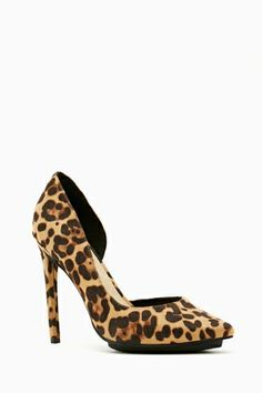 Walk on the wild side in these leopard print pumps in faux suede featuring a pointed toe and arch cutout. Black separated platform, stiletto heel.