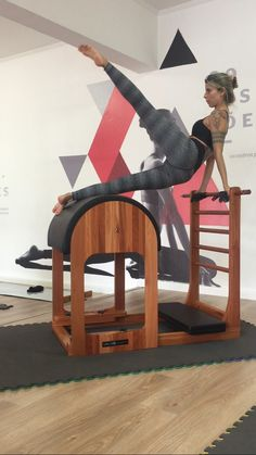 Sottile Pilates  Abdominais laterais no Barrel Gym, Studio, Ladder, Awesome, Projects, Babe, Country, House, Decor