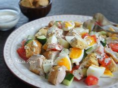 這款沙拉有雞肉也有蔬菜,口感和營養都加分,而且單吃也有飽足感~