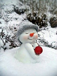 "uniqueblue: ""I love snow ❄💛❄⛄❄💛❄ "" Christmas Snowman, Winter Christmas, Christmas Time, Christmas Crafts, Merry Christmas, Christmas Decorations, Xmas, I Love Snow, I Love Winter"
