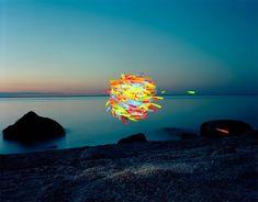 Thomas Jackson, Glow Sticks No. Greenport, New York, Courtesy Jackson Fine Art Land Art, Küchen In U Form, Architecture Parisienne, Instalation Art, Jackson, Andy Goldsworthy, Glow Sticks, Blog Deco, Everyday Objects