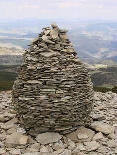 2008 04 24 Décor crée de Lauze sur les hauteurs du Mont Mézenc