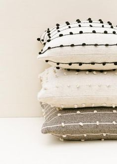 Body Pillow Throw Pillows Best Pillow Ever Rugey Pillow Best U Shaped Body Pillow For Pregnancy Diy Home Decor Easy, Handmade Home Decor, Wool Pillows, Diy Pillows, Modern Pillows, Pillows On Bed, Pillow Headboard, Black Throw Pillows, White Decorative Pillows
