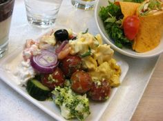 Salad in Daily Special Café & Restaurant in Tallinn. Husband ate wraps - not low carb :)