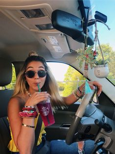 VSCO Girl refers to a specific aesthetic embraced by individuals who use the VSCO image editing application. The visual is mostly described by . Vsco Pictures, Car Pictures, Car Pics, Car Interior Decor, Car Interior Design, Poses Photo, Girly Car, Cute Car Accessories, Car Interior Accessories