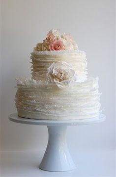 gorgeous simple wedding cake.