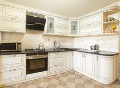 Витражные матовые стекла, темные столешницы и светлые фасады из массива. Угловая кухня Леонардо в классическом стиле http://www.aldas.ru/product/kuhnja-leonardo/