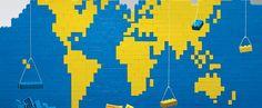 O Lego é um dos brinquedos mais populares entre miúdos… e graúdos! Com as pequenas peçass de muitas cores e feitios, podemos fazer construções de naves espaciais, de castelos ou até mesmo de sofisticados edifícios da arquitetura moderna. Lembro-me de em pequeno ir às lojas de brinquedos e escolher brinquedos Lego. Assim que chegava a casa, refugiava-me no quarto e fazia de tudo para encaixar as pequenas peças no sítio certo até, p