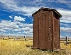 Diy outhouse for off-grid living.  Image source: Cowboysindians.com