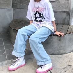 women's streetwear 2020 oversized t-shirt outfit women's fashion converse outfits Indie Outfits, Retro Outfits, Cute Casual Outfits, Vintage Outfits, Fashion Outfits, Fashion Clothes, Summer Outfits, Aesthetic Fashion, Look Fashion
