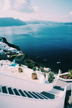 The Ultimate Guide to Santorini, Greece - Bon Traveler If theres one island I can never get enough of, its certainly Santorini. This ultimate guide to Santorini, Greece is just a taste o Greece Vacation, Greece Travel, Vacation Spots, Vacation Resorts, The Places Youll Go, Places To Go, Greece Photography, Travel Photography, Beautiful Places To Travel