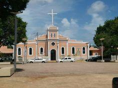 Iglesia de la plaza de Salinas.