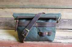 Hey, I found this really awesome Etsy listing at https://www.etsy.com/listing/471552316/waxed-canvas-tote-small-zipper-purse