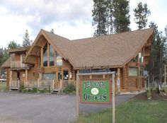 Western Montana's Finest Quilt Store -- Deer Country Quilts  -- I would absolutely love to shop here.  Beautiful place.  Anybody ever shopped here???