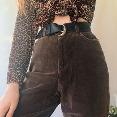 Goorrrgous chocolate brown high waisted vintage chord trousers 🐻 💛 in a super soft ribbed corduroy that'll last u foreva and is so soft and comfy! Brown Fashion, Women's Fashion, Brown Jeans, Dark Autumn, Brown Outfit, Brown Shades, Corduroy Pants, Swag Outfits, Art Tips