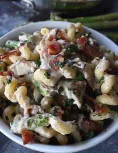 Creamy Bacon, Mushroom, and Asparagus Cavatappi Bacon Stuffed Mushrooms, Bacon Mushroom, Stuffed Peppers, Yummy Pasta Recipes, Dinner Recipes, Dinner Ideas, Salad Recipes, Cooking Recipes, Yummy Food