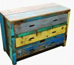 Prachtige scrapwood ladekast. Gemaakt van oud teakhout uit Indiase huizen met de originele verf er nog op. www.buitengewoonmooi.com