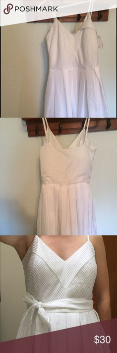 Beautiful spring dress! This dress has only been worn twice. Handled gently with care. Has a side zipper so it can be easily worn. Length is just below the knee. Very pretty and classy. Calvin Klein Dresses Midi