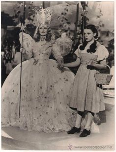 Billie Burke and Judy Garland- The Wizard of Oz 1939 Glinda The Good Witch, The Worst Witch, Judy Garland, Old Movies, Great Movies, Famous Movies, Movies Showing, Movies And Tv Shows, Wizard Of Oz 1939