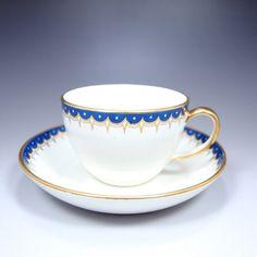 1759~69年頃、すなわちジャスパーウェアを開発している頃の作品ではないかとの見方です。技術革新に燃えていたころのウェッジウッドの気概が感じられる作品で、陶器時代の最高峰作品です。ぜひご覧くださいませ。 ⇩ http://eikokuantiques.com/?pid=94918014 #アンティーク #イギリス #英国 #アンティークカップ #英国アンティークス #ウェッジウッド