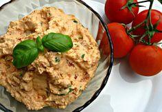Cizrnová pomazánka s tvarohem a sušenými rajčátky